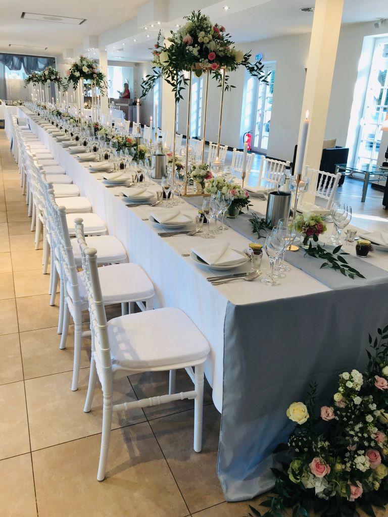 Bankettbestuhlung, Hochzeit, lange Tafel, Dekoration