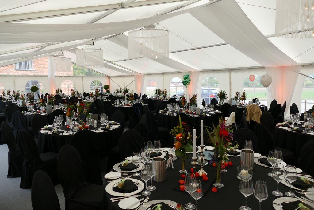Hochzeitsfeier, Schwarze Hussen